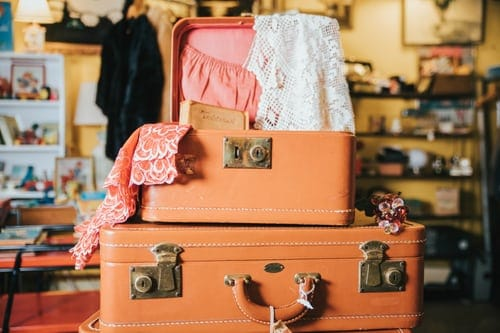 3 Accessories You Must Keep While You Travel